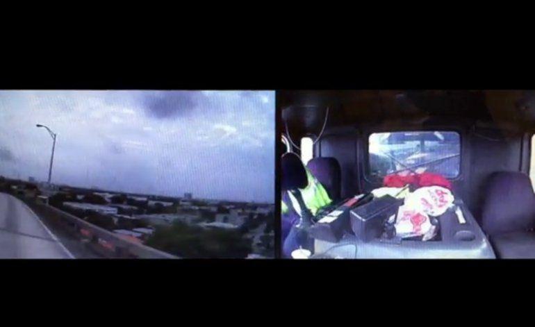 Cámara de chofer graba espectacular caída de su camión en Miami