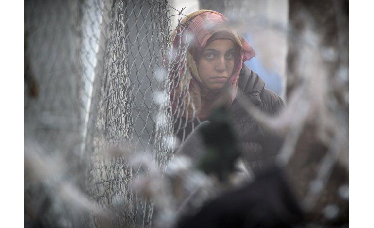 Miles de migrantes varados en frontera de Grecia y Macedonia