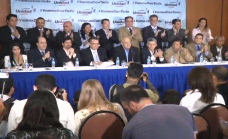 Oposición venezolana activó  oficialmente los mecanismos para sacar del poder a Nicolás Maduro