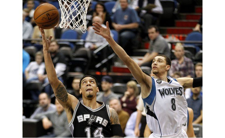 Aldridge anota 29 puntos y Spurs aplastan a Wolves