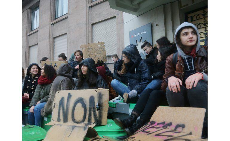 Francia afronta día de protestas por reforma laboral