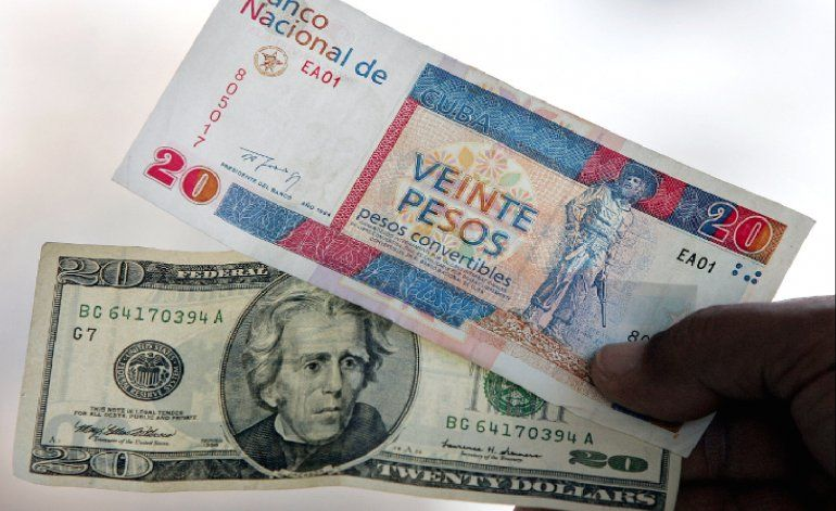 Obama podría levantar la prohibición al uso del dólar por Cuba