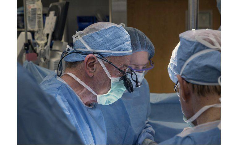 Fracasa primer trasplante de útero en EEUU