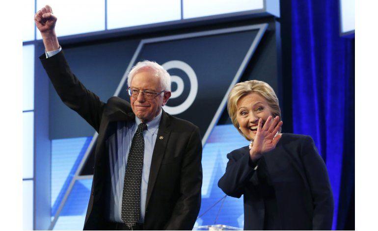 Clinton y Sanders compiten por el voto hispano