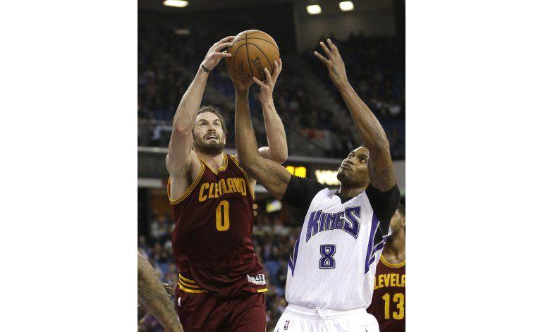 Jugada de 4 puntos de Love impulsa a Cavaliers ante Kings