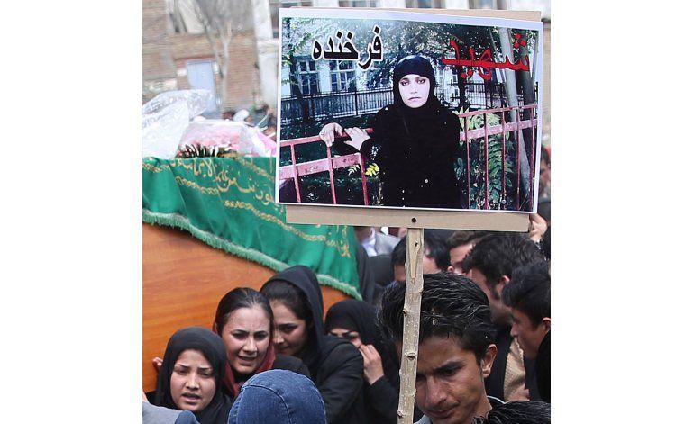 Critican sentencias reducidas por linchamiento mujer afgana