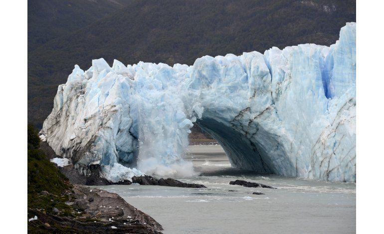 Glaciar argentino se rompe ante miles de admirados testigos