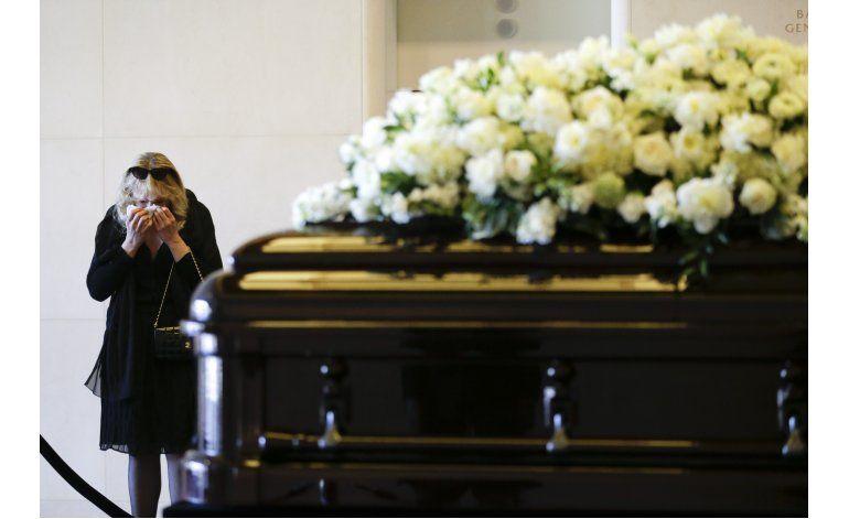 Rinden homenaje a Nancy Reagan frente a su féretro