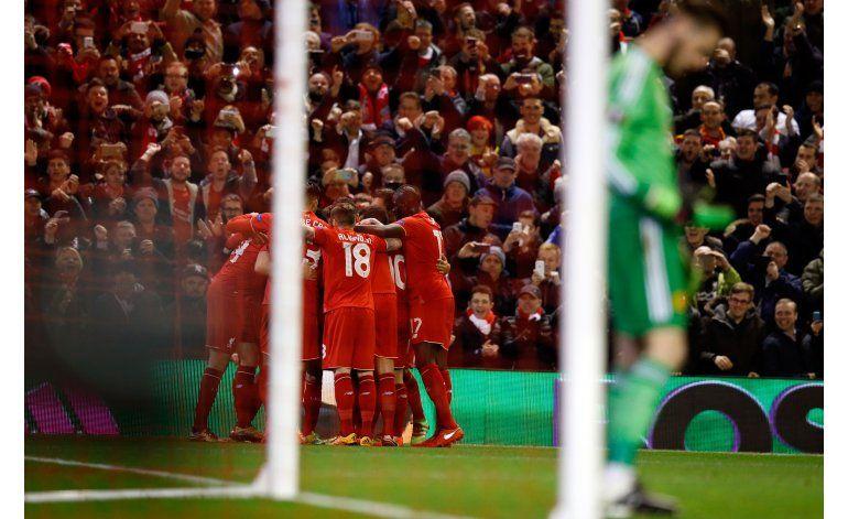 Liverpool vence a Man U en Liga Europa