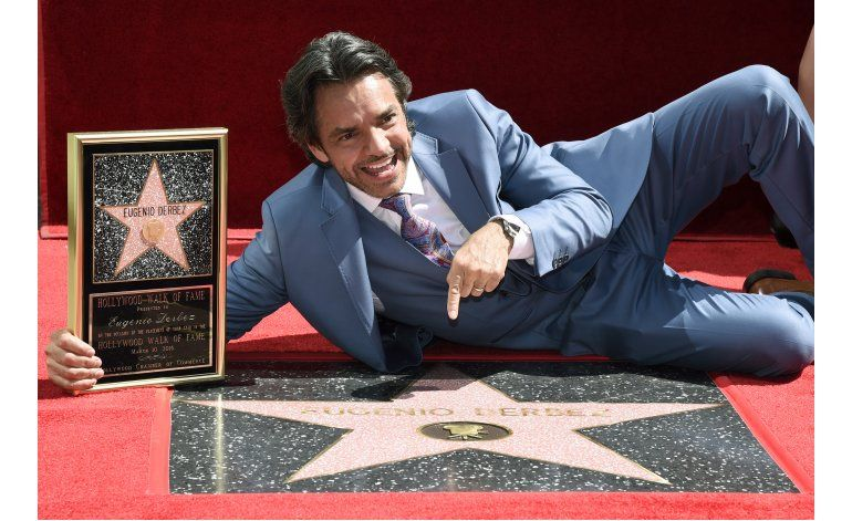 Eugenio Derbez devela su estrella en Hollywood