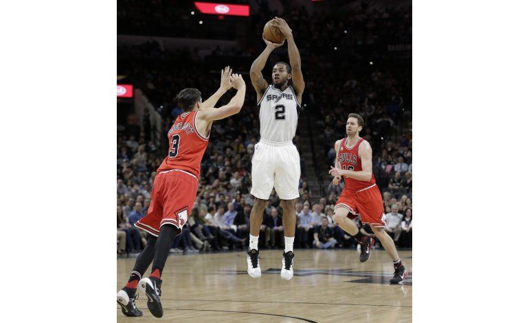 Con 29 de Leonard y 26 de Aldridge, Spurs vencen a Bulls
