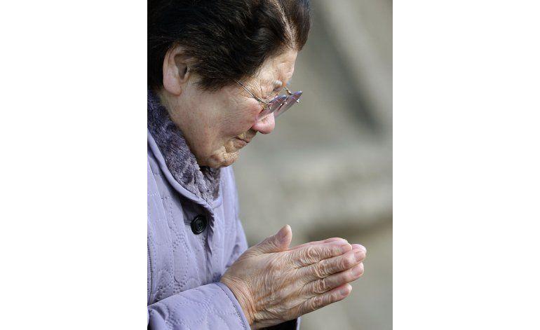 Lágrimas y oraciones en 5to aniversario de tsunami en Japón