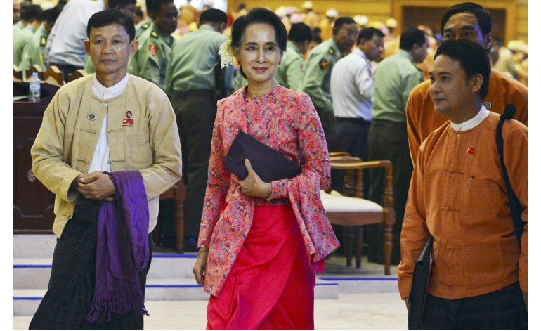 Mianmar: Leal a Suu Kyi, aspirante confirmado a presidencia