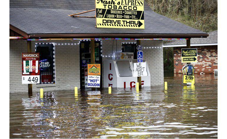 Fuertes aguaceros azotan Louisiana, forzando a evacuaciones