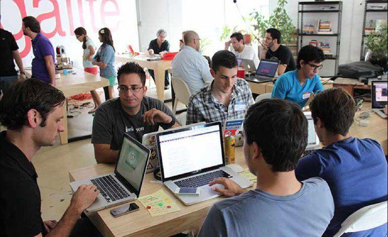 130 programadores se reúnen en Miami a fin desarrollar estrategias para ofrecer internet a los cubano