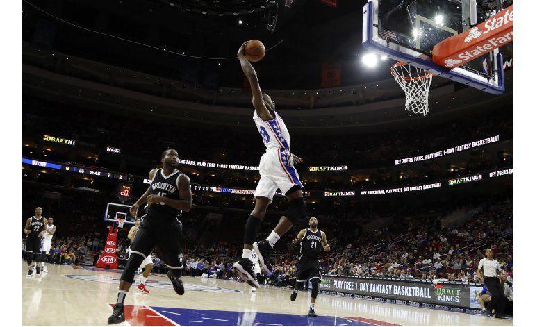 76ers rompen racha de 13 derrotas al vencer 95-89 a Nets