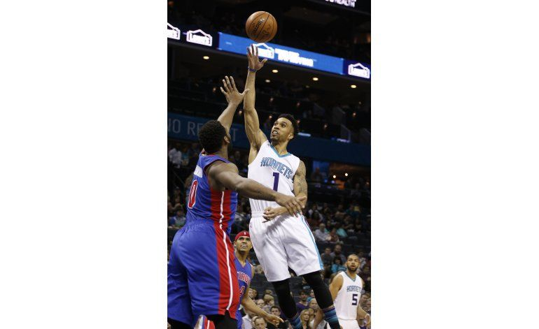 Hornets superan a Pistons en su 6ta victoria seguida