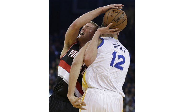 Curry, Thompson logran 15 triples juntos, anulan a Blazers