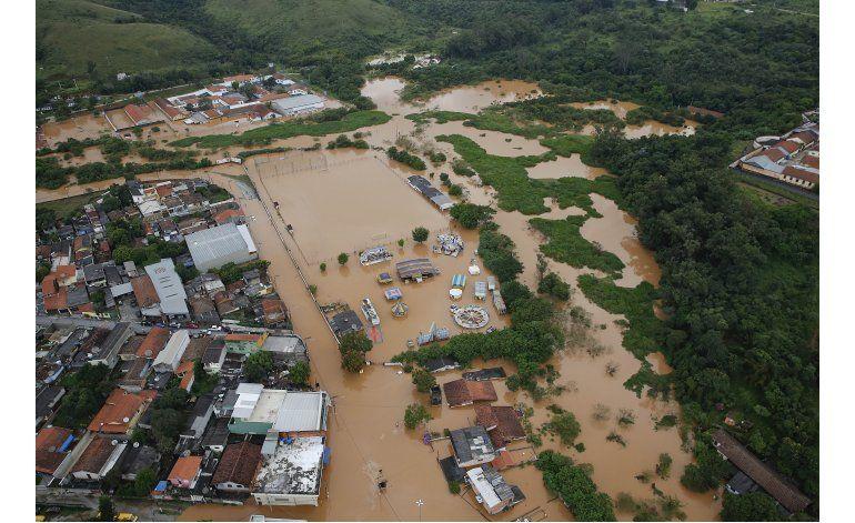 Presidenta de Brasil visita zonas afectadas por lluvias