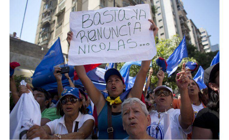 Oficialistas y opositores miden fuerzas en Caracas