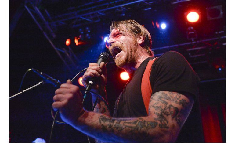 Vocalista de Eagles of Death Metal se disculpa por frases