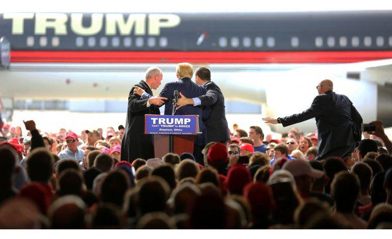 LO ULTIMO: Dos detenidos en acto de Trump en Kansas City