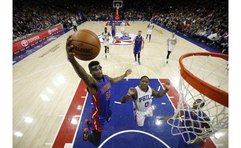 Pistons remontan para vencer a 76ers 125-111