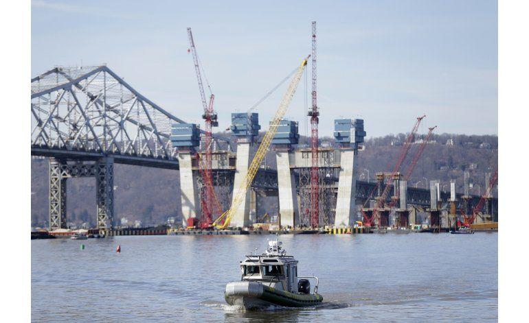 Un muerto y 2 desaparecidos en naufragio en el Hudson