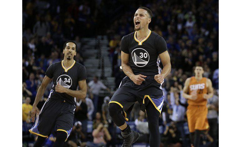 Warrios remontan ante Suns con gran último cuarto de Curry