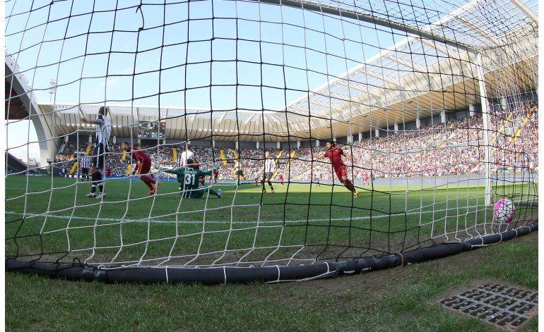 Roma dobla 2-1 a Udinese y Fiorentina iguala 1-1 con Verona