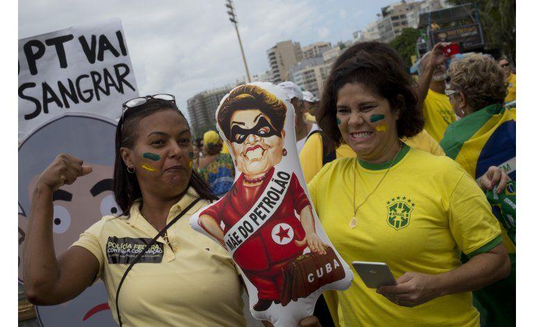 Brasil protesta contra la asediada presidenta Dilma Rousseff
