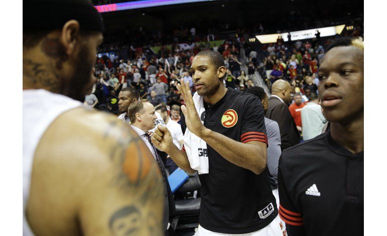 Horford anota 18 puntos y Hawks aplastan  a Pacers