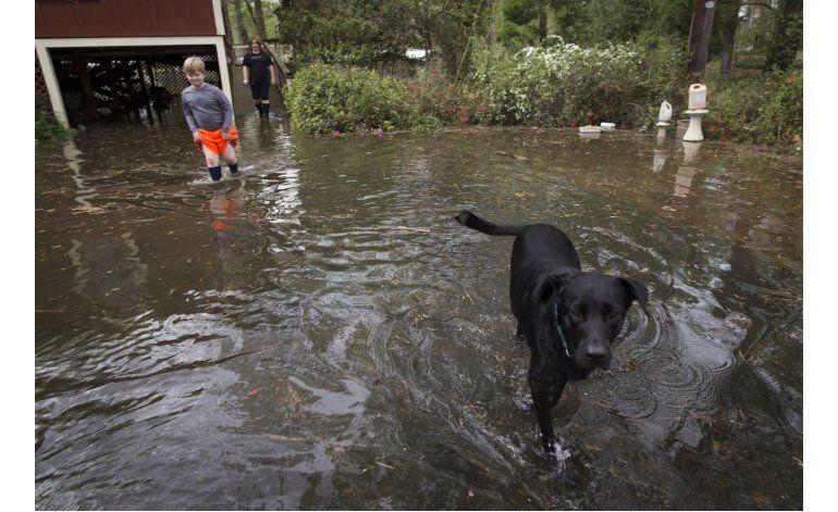 Miles de casas afectadas por inundaciones en sur de EEUU