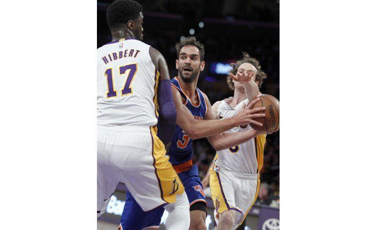 Triple agónico de Calderón da triunfo a Knicks