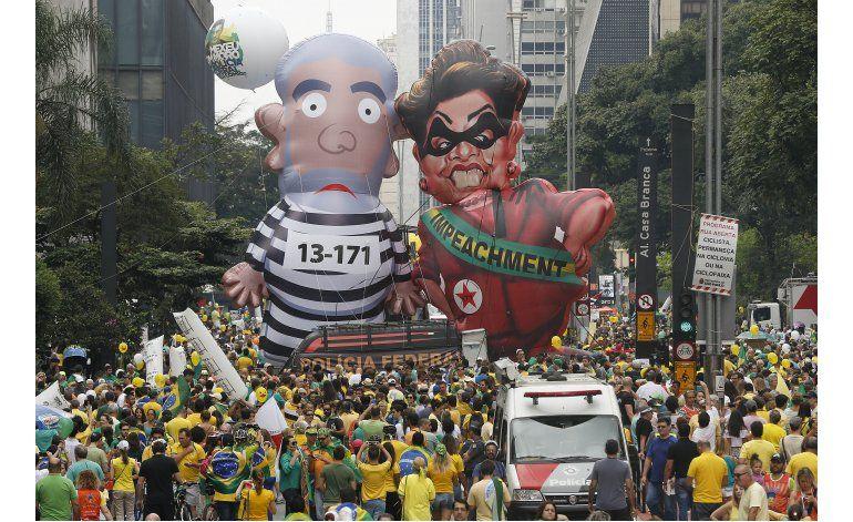 Grandes protestas en Brasil suman presión sobre presidenta
