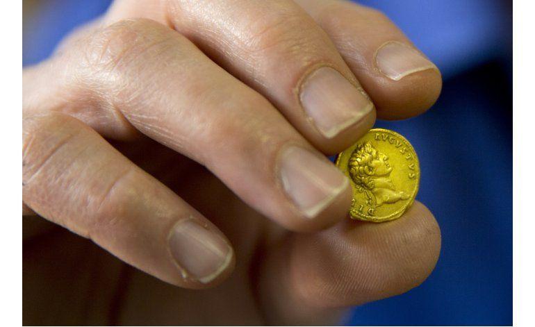 Montañera israelí encuentra moneda de oro de 2.000 años