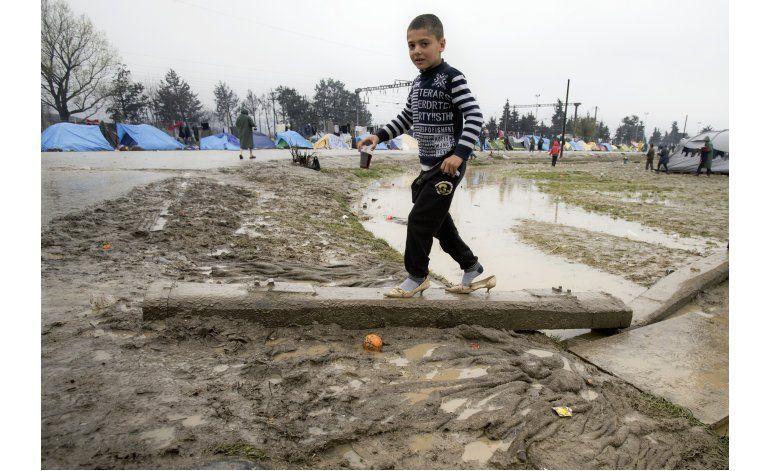 Refugiados desafían restricciones para llegar a Europa