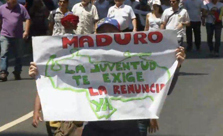 Venezolanos siguen en las calles exigiendo la renuncia de Nicolás Maduro