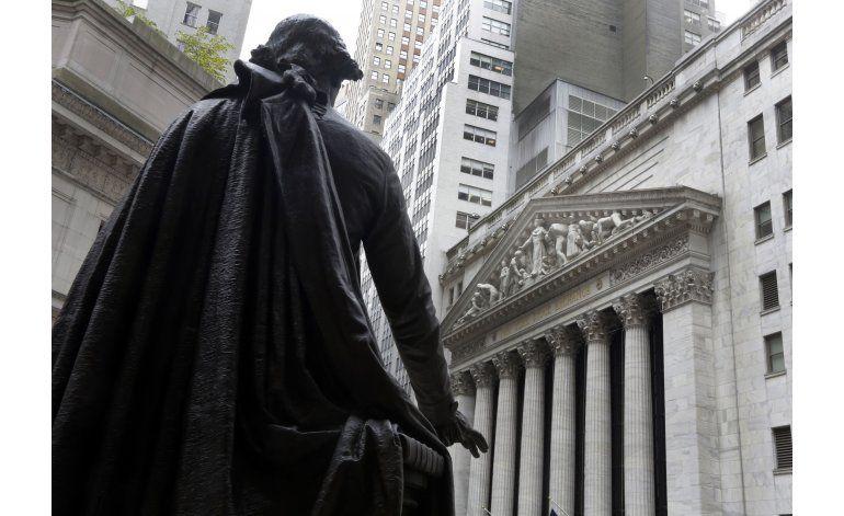 Acciones cierran casi sin cambio ante reunión de la Fed