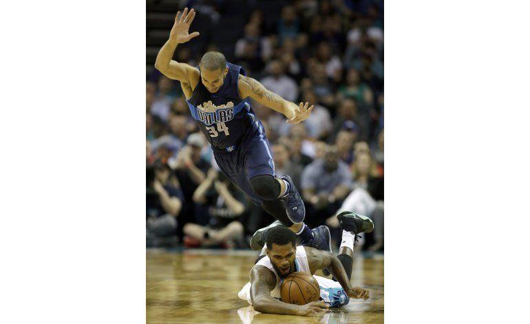Mavericks rompen la racha de siete victorias de Charlotte