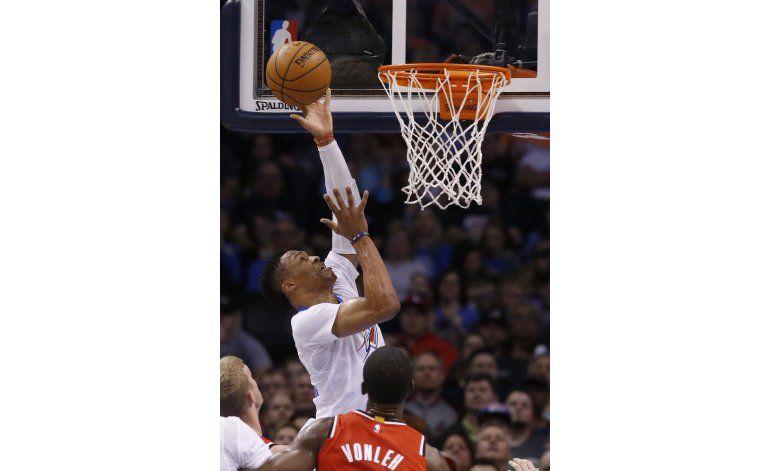 Westbrook logra triple doble y Thunder aplasta a Blazers