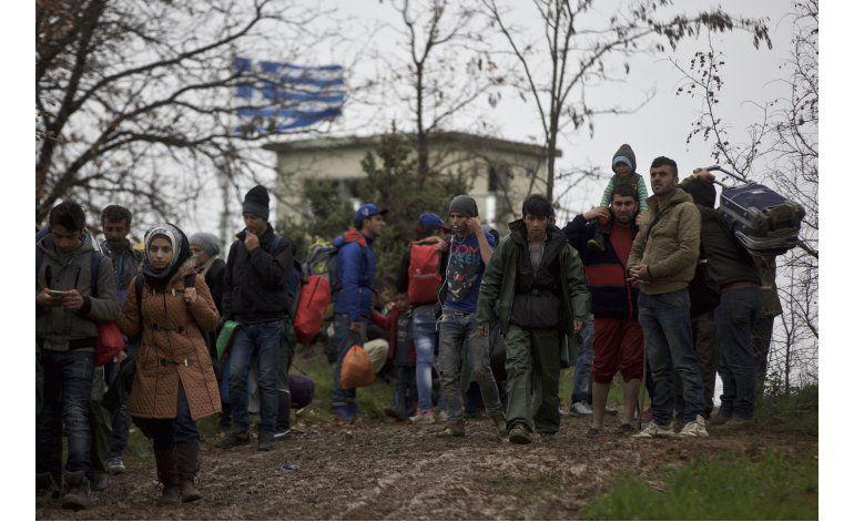 Macedonia devuelve a migrantes que forzaron entrada al país