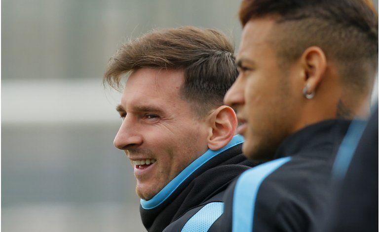 Con todo de cara, Barcelona recibe alicaído Arsenal