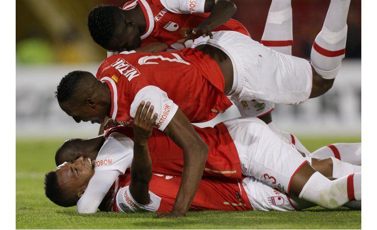 Libertadores: Santa Fe golea 3-0 a Cobresal y revive