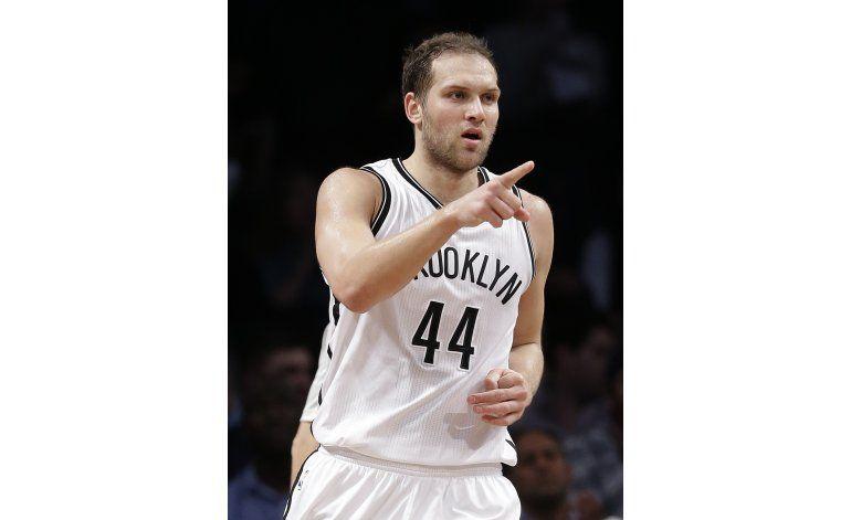 Bogdanovic brilla con 44 puntos y Nets vencen a 76ers