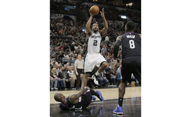 Con 20 de Leonard, Spurs doblegan a Clippers