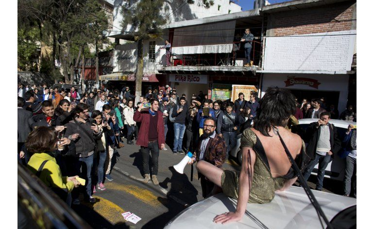 Mexicanos emplean redes sociales para exponer a infractores