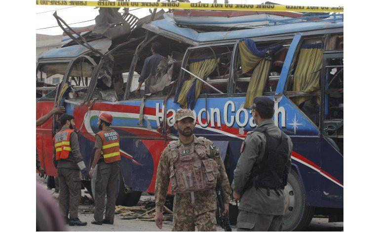 Quince muertos al explotar una bomba en Peshawar, Pakistán