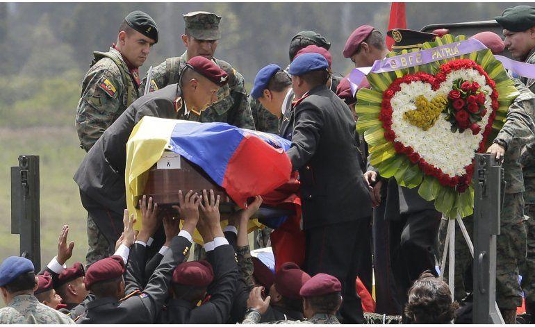Cuerpos de militares muertos en accidente llegan a Quito