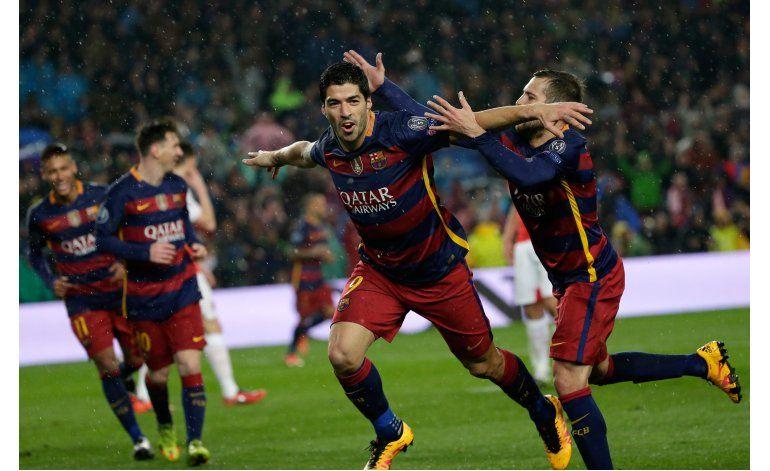 El tridente resuelve ante Arsenal y el Barsa pasa a cuartos